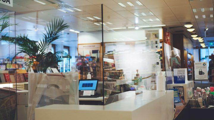 Virus Stop tukee asiakaspalvelutyötä Akateemisessa Kirjakaupassa