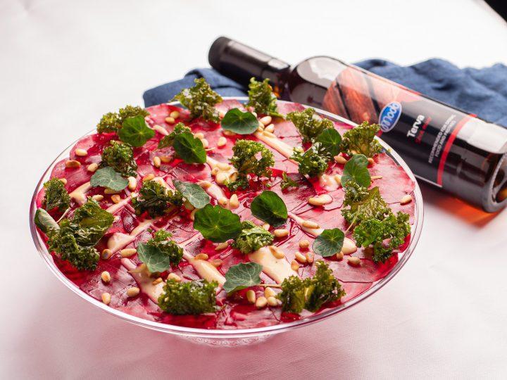 Modo-resepti: Punajuuri-carpaccio ja mantelikastiketta